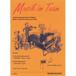 Mitschke, Frank-Thomas: Musik im Team Band 5 : Leichte Kammermusik für Klavier, 2 Melodieinstrumente, Baßinstrument und